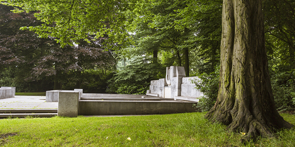 Monument van Peter Benoit in het Harmoniepark