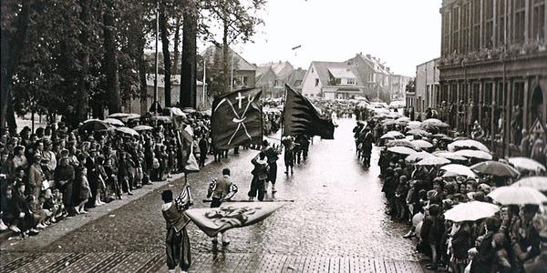 12 september 1965: de eerste Geitestoet trekt in regenweer door de Doornstraat