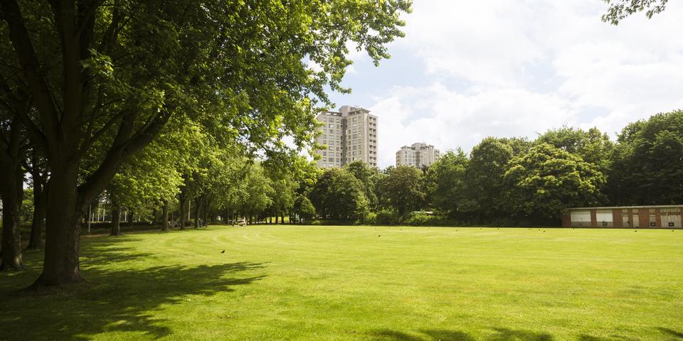Het Kielpark is vrijwel de enige grote groene ruimte in deze wijk