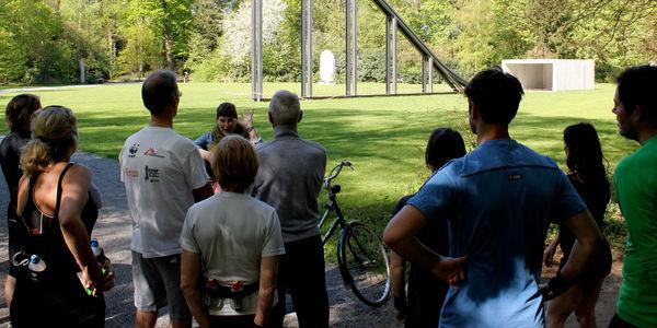 Lopers krijgen een gratis rondleiding in het Nachtegalenpark
