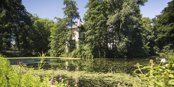 Hof Ter Beke is het enige kasteel in Wilrijk met een toren