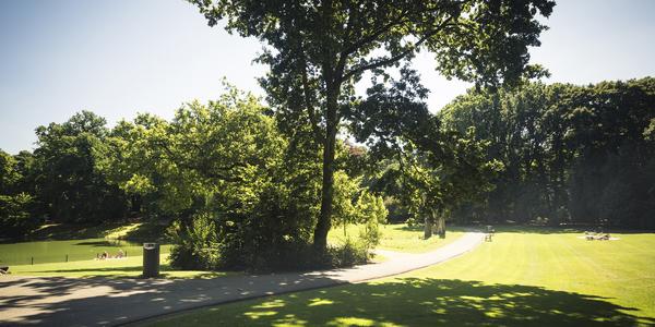Het park is aangelegd in Engelse landschapstijl